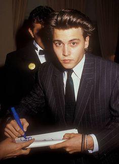 Johnny Depp File Photos Young Actors, Hot Actors, Beautiful Boys, Pretty Boys, Johnny Depp Leonardo Dicaprio, John Depp, Young Johnny Depp, Indie, Attractive People