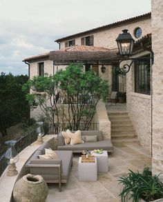 Take a look Beautiful Tuscan Patio Design For Elegant Homes Ideas 12 The Tuscan style integrates comfortable planet tones along with all-natural products along with buil. Dream Home Design, My Dream Home, House Design, Garden Design, Spanish Style Homes, Spanish House, Stone Patio Designs, Pool Designs, Design Exterior