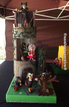 Awesome Disney Villains Cake was made by Cake Central Member Ana Lucia Pereira. 14th Birthday Cakes, 4th Birthday Parties, Carnival Birthday, Disney Cakes, Disney Food, Sleeping Beauty Cake, Nerd Crafts, Funny Cake, Cute Cakes