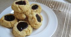 A recipe for candida diet cookies and gluten-free sugar-free thumbprint cookies.