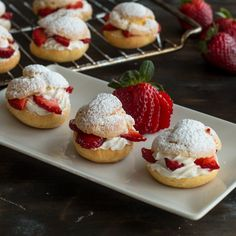 Strawberry Cream Puffs Cream Puffs, also known as profiterole or choux à la crème are made from choux pastry which will create hollow puffs while baking. Just Desserts, Delicious Desserts, Dessert Recipes, Yummy Food, Pastry Recipes, Eclairs, Profiteroles Recipe, Strawberry Cream Puff Recipe, Mini Cream Puffs Recipe