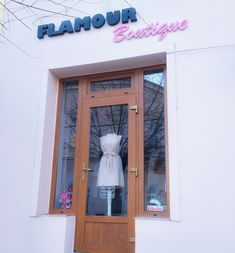 The prettiest boutique in town. Pink Dress, Flamingo, Entrance, Bows, Boutique, Frame, Pretty, Flowers, Dresses