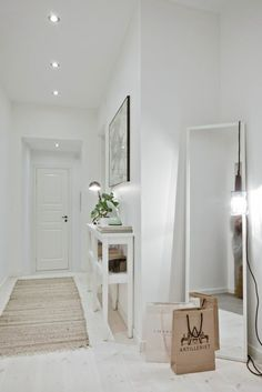 ▷ Ideas to decorate small hallways. Furniture for hallways. and deco - Decor, House Styles, Room Colors, House Interior, Home Deco, Interior, Home Decor, Entryway Decor, Apartment Decor