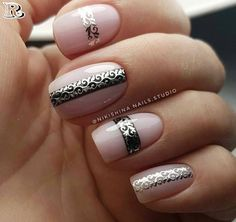 The advantage of the gel is that it allows you to enjoy your French manicure for a long time. There are four different ways to make a French manicure on gel nails. Elegant Nail Designs, Elegant Nails, Cute Nail Designs, Cute Nails, Pretty Nails, Hair And Nails, My Nails, Nail Striping Tape, Manicure
