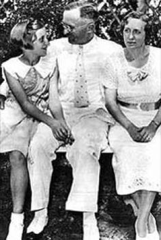 Family Picture of 33rd president of the USA    Harry Truman, his wife and daughter