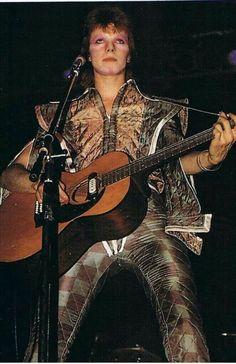 David Bowie -Watch That Man David Bowie Born, David Bowie Starman, David Bowie Tribute, David Bowie Ziggy, Ziggy Played Guitar, Mick Ronson, The Thin White Duke, Major Tom, Music Pics