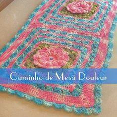 Oi queridas!! Hoje temos a receita desse lindo caminho de mesa no blog.  Acessem crochepassoapasso.com.br e baixem a receita gratuitamente.  #croche #crochet #caminhodemesa