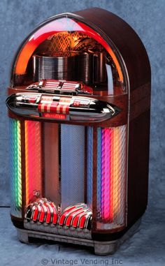 The Wurlitzer 1100 Jukebox was produced from 1947 to The look of the 1100 is indicative of the move away from art deco design to the Radios, Jukebox, Lps, Retro, Music Machine, Vintage Music, Vintage Box, Vintage Shoes, Soda Fountain