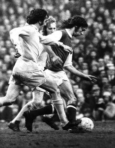 Charlie George Football Player February 1973 Arsenal v Bradford City FA Cup. George fights off 2 Bradford defenders as he makes an attack on their goal Charlie George, Arsenal Fc, Arsenal Football, Bradford City, Picture Gifts, Photo Search, Fa Cup, Old Boys, Football Players