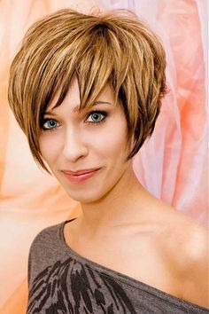 Coloring short hair with highlights is the effortless way to do it edgy and engaging. Whether you love your pixie cut or can't wait for your short crop to grow out, you can add highlights and low lights to give your new 'do some drop, tone, and texture. There are countless options, from traditional blonde highlights to hot … Continue reading Edgy and Swanky Short Hair with Highlights