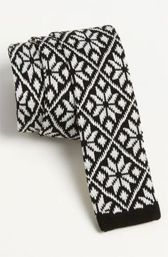 Knit holiday tie