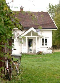 Oppussing av gammelt småbruk med utedo - Inspirasjon Oslo, Cottage, Architecture, Plants, Core, Dreams, Country, Design, Arquitetura