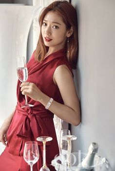 Park Shin Hye looks beautiful for the holiday season with 'Swarovski' jewelry in '1st Look' | allkpop.com