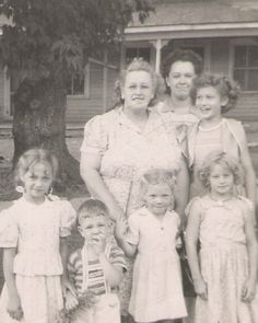 (Center) Effie Smith Martin, to her left is daughters Elaine & Betty (Bottom L-R) Judy Buroke (Darlene's daughter) Richard (Elaine's son) Sharon and Janice Bennett (Frances' daughters)