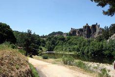 Arlempdes: dorp op vulkanische rots boven de Loire ***   Dorpen in Frankrijk Poitiers, Château Fort, Chapelle, Loire, Monument Valley, Nature, Travel, Auvergne, Naturaleza