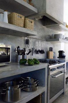 etagere murale ikea, cuisine en béton ciré de couleur gris