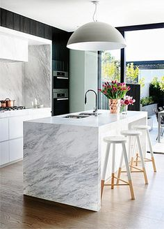 Modern Eat-In Kitchen Ideas (Kitchen design ideas in Decoration, Lighting, and Remodeling for eat-in kitchen style) Kitchen Interior, New Kitchen, Kitchen Dining, Kitchen Decor, Kitchen Ideas, Kitchen Inspiration, Awesome Kitchen, Kitchen Layout, Design Kitchen