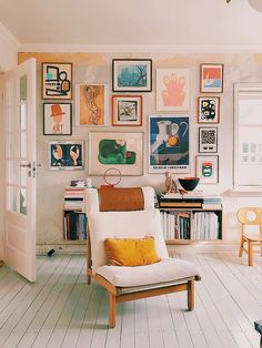 Nice Beautiful Gallery Wall Decor Ideas To Show Photos. # - Nice Beautiful Gallery Wall Decor Ideas To Show Photos. My Living Room, Home And Living, Living Spaces, Small Living, Picture Wall Living Room, Picture Walls, Cozy Living, Eclectic Living Room, Modern Living