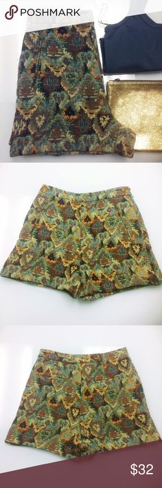 Zara Green Tweed High Waisted Shorts Zara Basic high-waisted tweed shorts in shades of green, burnt orange, and taupe. Faux pockets in front and back. Size small. Pair these with some green or orange tights, ankle boots, and a blazer for a fun fall or winter look. Zara Shorts
