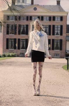 Tutorial to the Miu Miu embellished tights