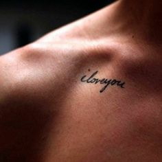 tatouage ecriture femme, mini tatouage discret femme