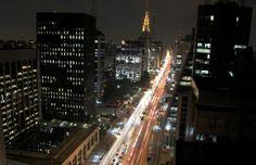 Avenida Paulista http://aquioualgumlugar.com/2013/10/22/avenida-paulista-de-todos-os-paulistanos-e-brasileiros-e-estrangeiros-ah-de-todo-mundo/