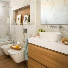 """400 Me gusta, 12 comentarios - Interiorista Bilbao (@nataliazubizarretainteriorismo) en Instagram: """"Cuarto de baño donde combinamos porcelánico efecto mármol y madera. Foto de @biderbost_photo . . .…"""" Marble Bathroom, Bathroom Vanity, Bathroom Wall Tile, House Bathroom, Bathroom Wall, Liberty House, Bathroom Interior Design, Home Decor, Bathroom Design"""