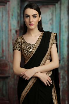 Need to know about quality Elegant Designer Indian Sari kind of like Elegant Design Saree and Blouse if so then CLICK VISIT link above to read Saree Blouse Patterns, Saree Blouse Designs, Black Blouse Designs, Kurta Designs, Fancy Sarees, Party Wear Sarees, Indian Dresses, Indian Outfits, Saris Indios