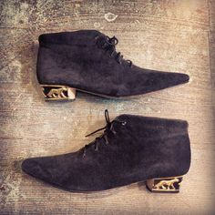 So many people started their new year off right yesterday by purchasing unique one of a kind vintage pieces online.. Like these killer black suede booties with gold panther heels that are already on the way to their new home.   #vintage #vintagestyle #vintagefashion #vintageshop #style #fashion #ankleboots #witchy #vintageboots #cat #blackcat #oneofakind #etsy #etsyseller #etsyshop #onlineshopping #heytiger #shopheytiger #80s #90s #caturday