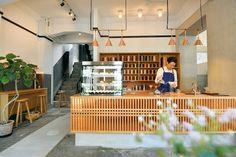 Coffee Shop Interior Design, Coffee Shop Design, Cafe Interior, Cafe Design, Store Design, Japanese Coffee Shop, Journey Coffee, Cofee Shop, Coffee Store