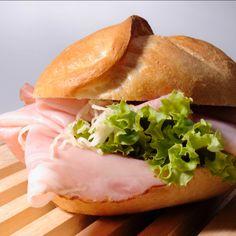 Eine feine Handsemmel, etwas Butter, Käse oder Wurst – fertig ist die Jause für zwischendurch.... und wenn auch noch frisch geriebener Kren und ein knackiges Salatblatt mit dabei ist, dann wird es perfekt! Falls Du nicht gerne früher aufstehen willst, um Dir so eine köstliche, hausgemachte Schuljause zu richten, dann komm einfach bei uns vorbei. Wir sind sowieso wach! 😜 Ma guat! Der Bäck vom See! 🥨 Good Mood, Salmon Burgers, Hot Dog Buns, Sandwiches, Ethnic Recipes, Blog, Butter, Video Clip, Getting Up Early