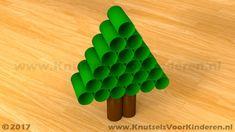 Kerstboom van wc rollen - Knutsels Voor Kinderen - Leuke Ideeën om te Knutselen met Duidelijke Uitleg Christmas Diy, Xmas, Triangle, Crafts For Kids, Snow, School, Stage, Activities, Ideas