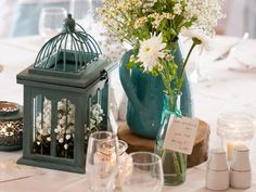 Team white flowers with turquoise details for a fresh look on your #wedding tables. Image © Kelly Weech Photography.