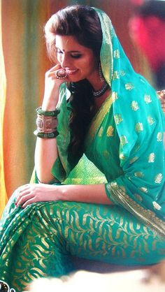 Beautiful Indian women Bollywood Party, Bollywood Fashion, Indian Dresses, Indian Outfits, Bb Beauty, Desi Clothes, Indian Clothes, Sari, Indian Couture