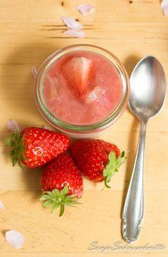 Erdbeervanillemousse mit Rhababer-Erdbeer-Kompott
