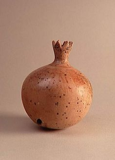 Ceramic vase in the form of a Pomegranate, 1400-1300 BC, Egypt / musée du Louvre