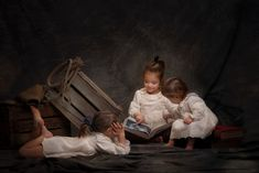 Juego de niñas Painting, Art, Infant Photography, Kid Games, Globes, Fotografia, Art Background, Painting Art, Kunst