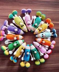 MATITONE MULTICOLORE Crochet Animal Amigurumi, Crochet Amigurumi Free Patterns, Crochet Motifs, Crochet Beanie, Crochet Animals, Crochet Dolls, Crochet Gifts, Cute Crochet, Crochet Mignon