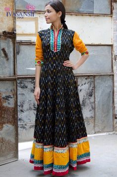 Absolutely love it! Kalamkari Dresses, Ikkat Dresses, Salwar Designs, Blouse Designs, Dress Designs, Indian Attire, Indian Wear, Indian Dresses, Indian Outfits