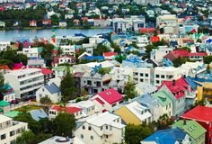 Reykjavík. Tetti multicolor per contrastare ilduro inverno dell'Islanda