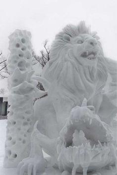 Roar... Lion snow sculpture