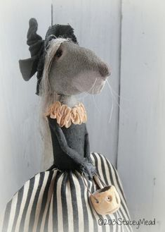"""The Goode Wife of Washington County: Say Hello To September Stacey Mead """"Kit"""" Needle Felted Animals, Felt Animals, Needle Felting, Felt Dolls, Doll Toys, Handmade Toys, Handmade Art, Mouse Crafts, Soft Sculpture"""