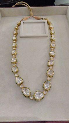Kundan Jewellery Set, Indian Jewelry Earrings, Indian Wedding Jewelry, Bridal Jewelry, Jewelery, Antique Jewellery Designs, Gold Jewellery Design, Gold Jewelry, Pearl Necklace Designs