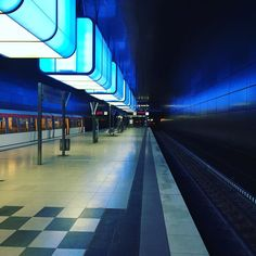 Amazing metro station in Hamburg!! #hamburg #metro #deutschland #bratwurst #germany #weekendgetaway #blue #hafencity #hafencityuniversität by edwinkoehoren #haxenhaus #people #food