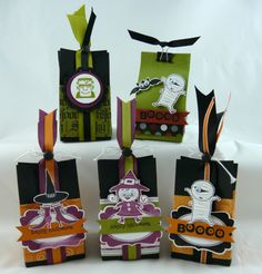 Halloween Treat Bags + video how to (requires STAMPIN' UP supplies) Halloween Treat Holders, Halloween Goodie Bags, Halloween Tags, Halloween Goodies, Holidays Halloween, Halloween Ideas, Halloween Favors, Halloween Projects, Halloween 2017