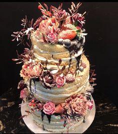 Tarta seminaked con bizcocho natural y una corona de flores y frutos rojos con chocolate Cupcakes, Chocolate, Natural, Ideas, Fondant Cakes, Lolly Cake, Candy Stations, Crack Cake, Corona