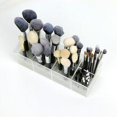 pojemnik-nap-pędzle Bobby Pins, Hair Accessories, Beauty, Prague, Hairpin, Hair Accessory, Hair Pins, Beauty Illustration