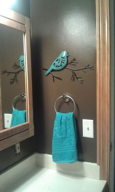 Lil hobby lobby bird! I have this bird in our living room! Good idea for later when we get a new house!