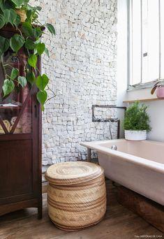 Plantas para usar no banheiro | Histórias de Casa e Selvvva Clawfoot Bathtub, Small Spaces, Sweet Home, Indoor, Bathroom, Architecture, Plants, 35, Home Decor