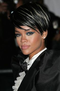I loved this look on her! Black Mohawk with blonde streaks, plump lips, blue eyeshadow and bow tie. Classic Rihanna